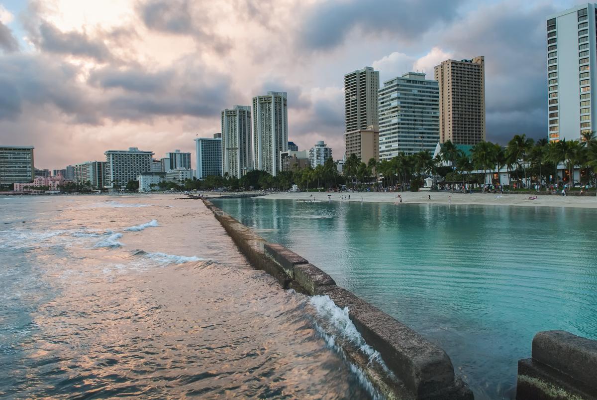 The island of Oahu – A rainy day at Waikiki Beach